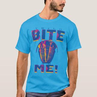 私を有史以前のTrilobiteかんで下さい Tシャツ