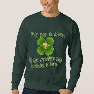 私を私のBirlthdayによってがSt PatのB'dayここにあるビール買って下さい スウェットシャツ