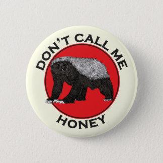私を蜂蜜、ラーテルの赤い男女同権主義の芸術と電話しないで下さい 5.7CM 丸型バッジ