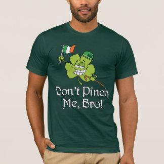 私をBroのシャムロックつままないで下さい Tシャツ