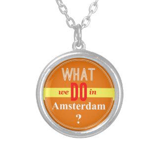 私達がアムステルダムでする何を シルバープレートネックレス