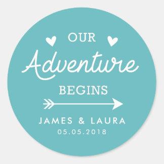 私達の冒険はターコイズの結婚式のステッカーを始めます ラウンドシール