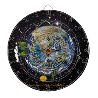 私達の惑星のハイカーの精神のコンパスの宇宙をハイキングして下さい ダーツボード