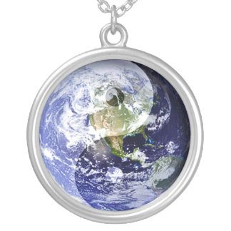 私達の惑星の陰陽の調和 シルバープレートネックレス
