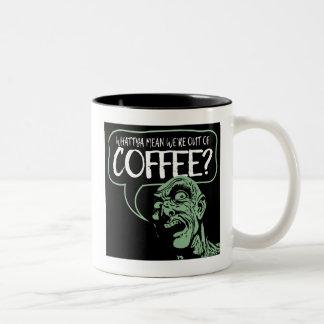 私達はコーヒーからありますか。 おもしろいなゾンビの漫画のマグ ツートーンマグカップ