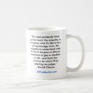 """""""私達はハートを持っている誰かを、empa…必要とします コーヒーマグカップ"""