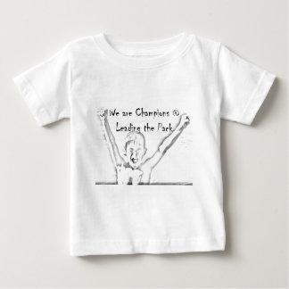 私達はパックを導くことにチャンピオンです ベビーTシャツ