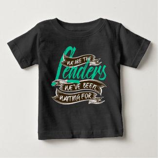 私達はベビーの暗いジャージーのTシャツです ベビーTシャツ