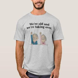 私達は古く、Tシャツを引き継いでいます Tシャツ