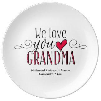 """""""私達は祖母""""の名前入りな記念品のプレート愛します 磁器プレート"""
