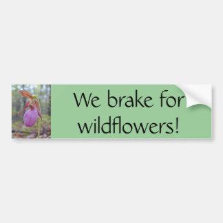 私達は野生の花のためにブレーキがかかります! バンパーステッカー