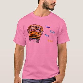 私達はBussに乗ります! Tシャツ
