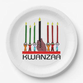 私達はKwanzaaの高いパーティーの紙皿を立てます ペーパープレート