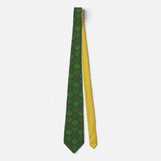 秋のかえではパターンに緑のマスタードの芸術を去ります タイ