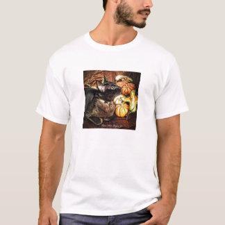 秋のひょうたんを持つクロテンのビルマ猫II Tシャツ