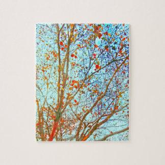 秋のオレンジの葉および青空 ジグソーパズル