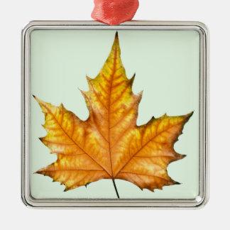 秋のカエデの葉 メタルオーナメント