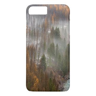 秋のカラマツ木の霧ロール iPhone 8 PLUS/7 PLUSケース