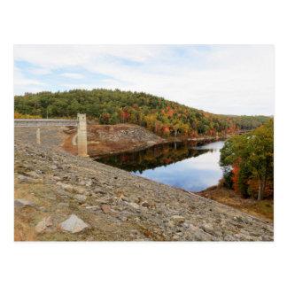 秋のカワウソの小川のダム ポストカード