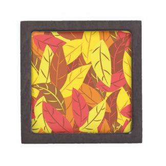 秋のパターンによって着色される暖かい葉 ギフトボックス