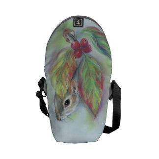秋のミズキを持つ灰色のリス メッセンジャーバッグ