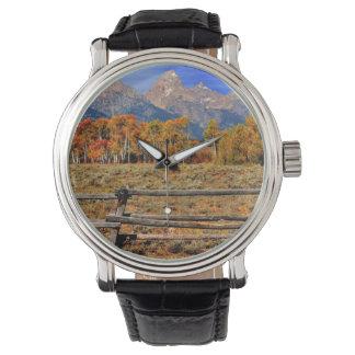 秋のワイオミングの時 腕時計
