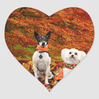 秋の感謝祭- Montyのフォックステリア犬及びMillyのモルト ハートシール