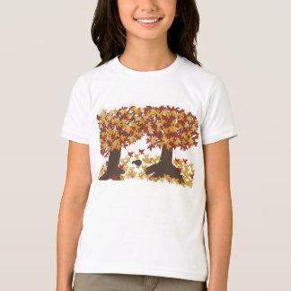 秋の木の女の子のTシャツ Tシャツ