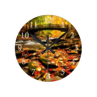 秋の木橋そして入り江 ラウンド壁時計