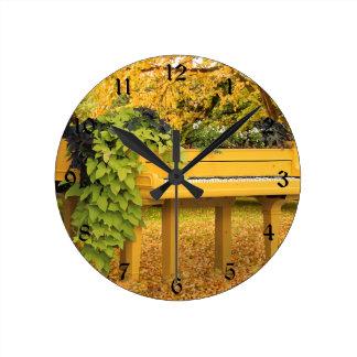 秋の森のピアノ ラウンド壁時計
