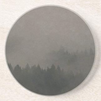 秋の気分の霧深い森林写真の芸術の自然場面 コースター