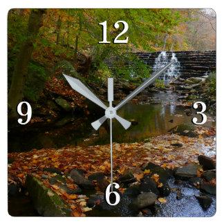 秋の滝および入り江のペンシルバニアの自然の写真 スクエア壁時計