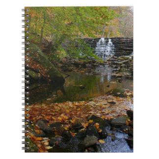 秋の滝および入り江のペンシルバニアの自然の写真 ノートブック