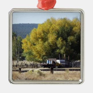 秋の牧場 メタルオーナメント