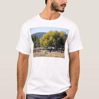 秋の牧場 Tシャツ