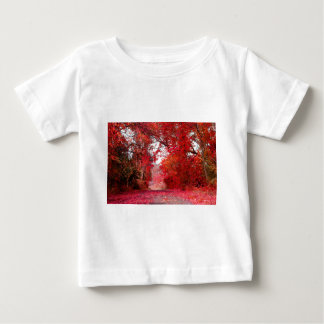 秋の秋の季節のForest Parkのシャワーの葉の葉 ベビーTシャツ