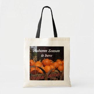 秋の秋カボチャワゴンハロウィンのバッグ トートバッグ