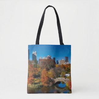 秋の群葉ニューヨークのセントラル・パーク トートバッグ