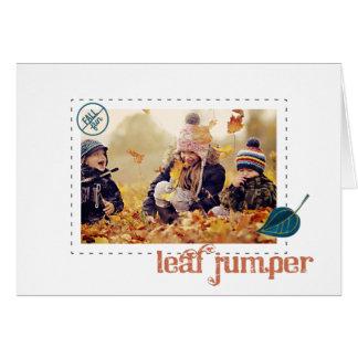 秋の葉のジャンパーの写真の挨拶状 グリーティングカード