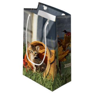 秋の装飾の赤ん坊の子ネコ スモールペーパーバッグ