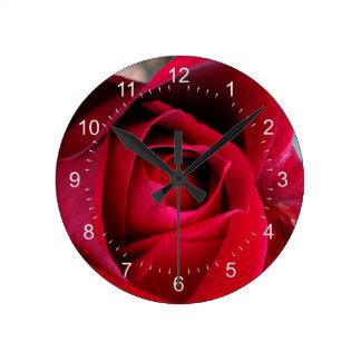 秋の赤いバラ ラウンド壁時計