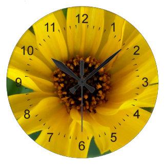 秋の黄色い花 ラージ壁時計