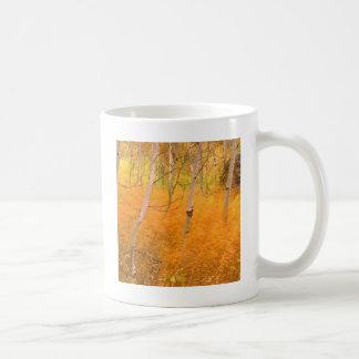秋の《植物》アスペンおよび風に吹かれた草アイダホ コーヒーマグカップ