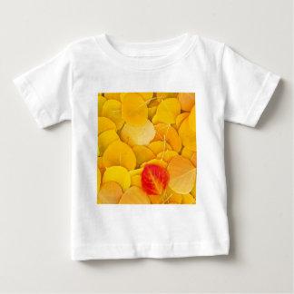 秋の《植物》アスペンは東の山脈カリフォルニアを去ります ベビーTシャツ