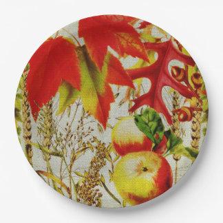 秋はバーラップの紅葉のフルーツの穀物を着色します ペーパープレート