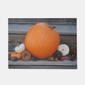 秋カボチャおよびPineconesの玄関マット ドアマット