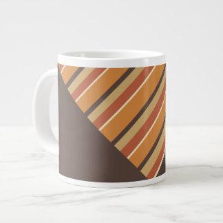 秋カボチャスパイスの対角線はブラウンと縞で飾ります ジャンボコーヒーマグカップ