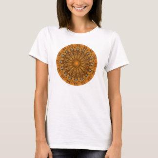 秋ブラウン、オレンジおよび金ゴールドの曼荼羅 Tシャツ