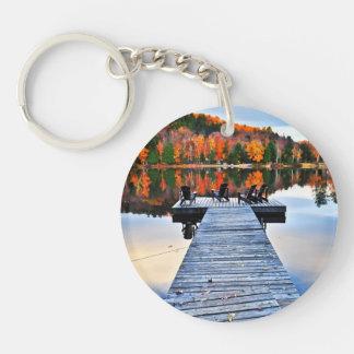 秋湖の木の波止場 キーホルダー