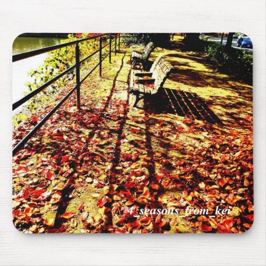 秋色の心地良い昼下がりベンチに座ろう☆ マウスパッド